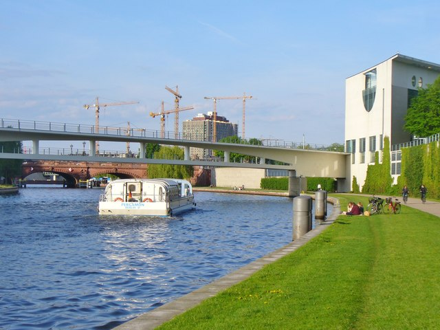 Berlin - Spreebogen (Spree Bend)