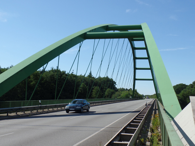 Bridge over the Ems on the B402/E233 near Meppen, Kreis Emsland