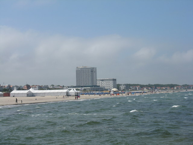 Neptun Hotel und der Strand von Warnemünde (Neptun Hotel and the beach at Warnemünde)